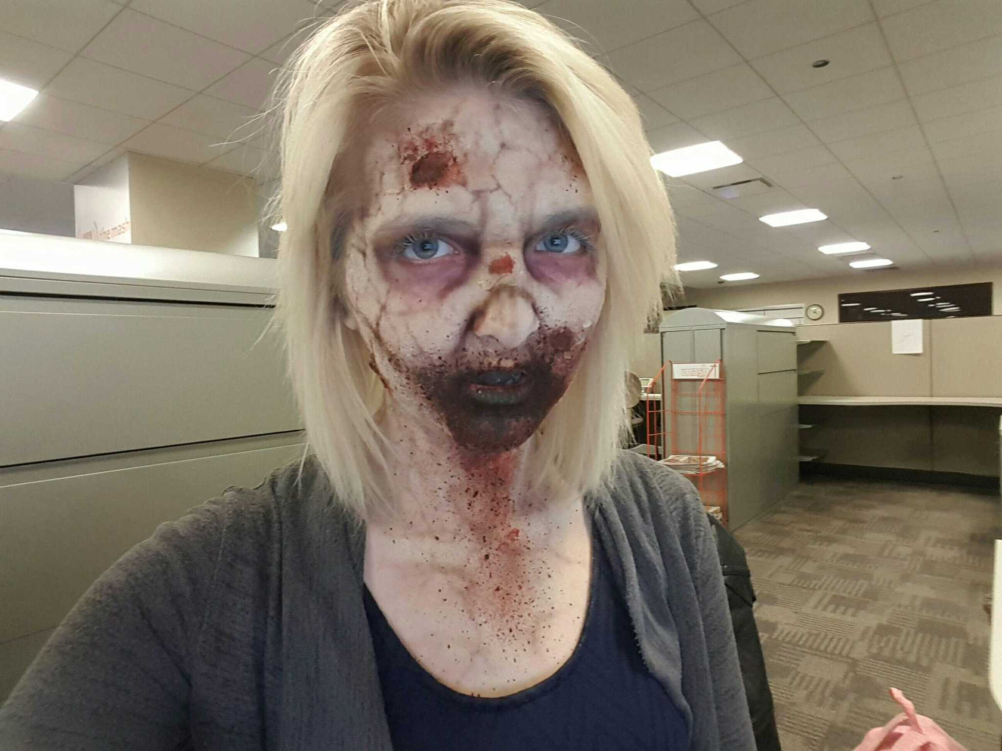how to put on zombie makeup for halloween