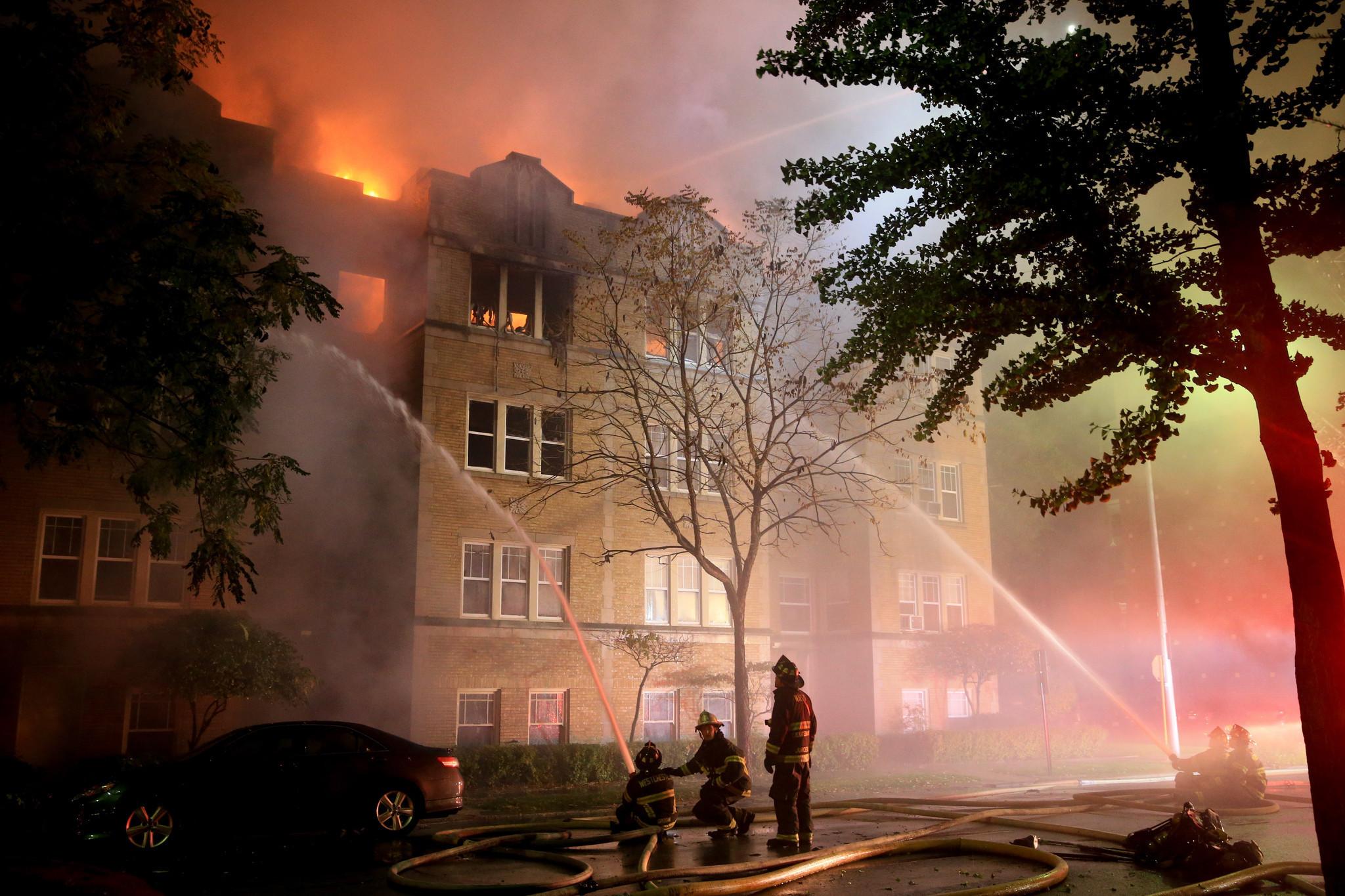 Oak Park Fire Destroys 22 Unit Apartment Building Oak Leaves