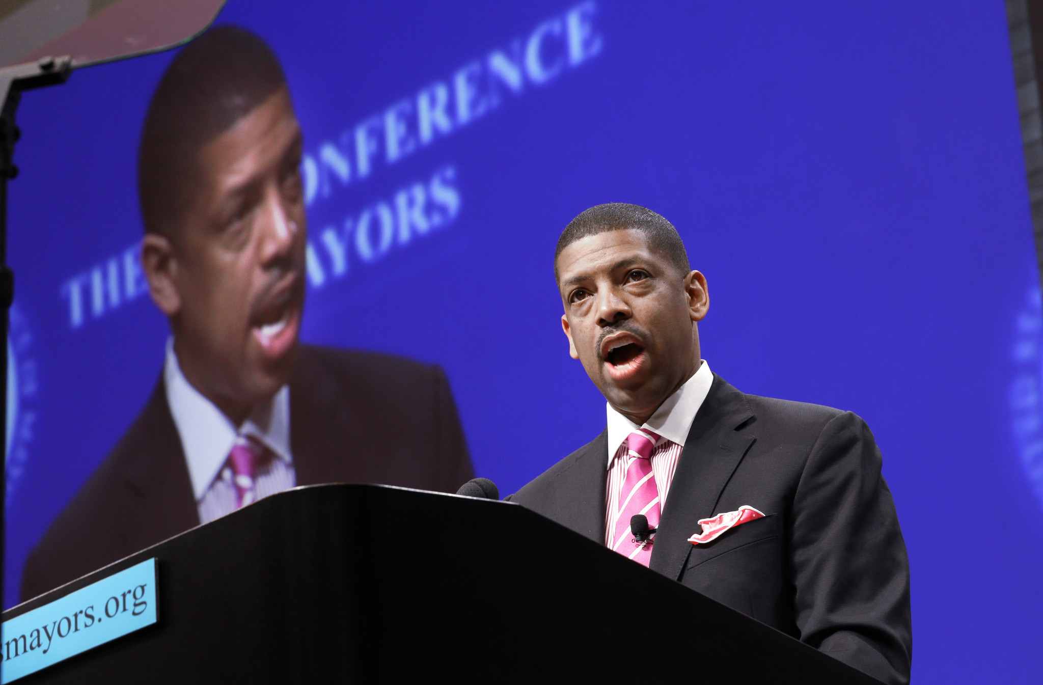 Sacramento Mayor Kevin Johnson won t run for another term LA Times