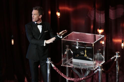 """<p>After hosting the Emmys and the Tonys, jack-of-all-trades Neil Patrick Harris took over Oscar duties in 2015 with <a href=""""http://www.latimes.com/entertainment/tv/la-et-st-oscars-tv-review-20150223-column.html"""" target=""""_blank"""">mixed results</a>.In addition tobutchering actors'names and making an ill-advised joke about Edward Snowden's absence, Harris strained the patience of even the most faithful viewers with a running gaginvolvinga magic box holding his winners predictions.</p>"""