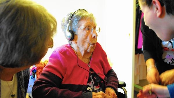 Music gift gives dementia patients trip down memory lane