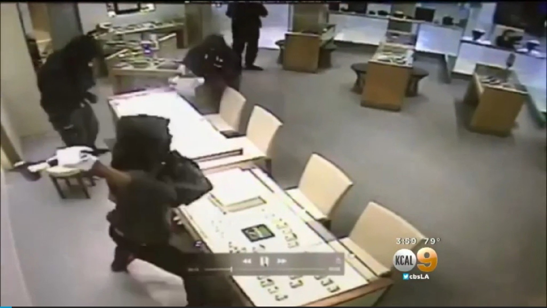 Police search for 4 armed robbery suspects seen on camera for Jewelry store mission viejo