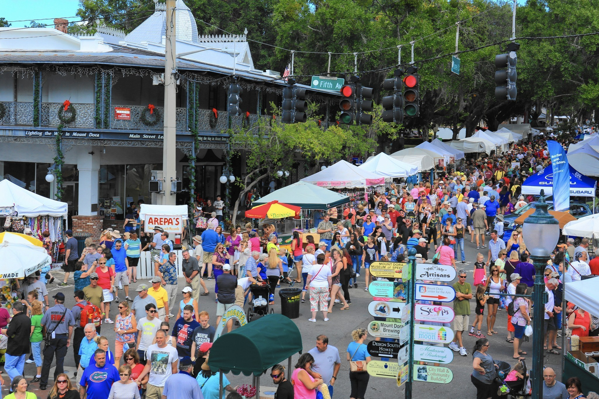 Gorgeous weather draws big crowds at mount dora craft fair for Arts and crafts shows in florida