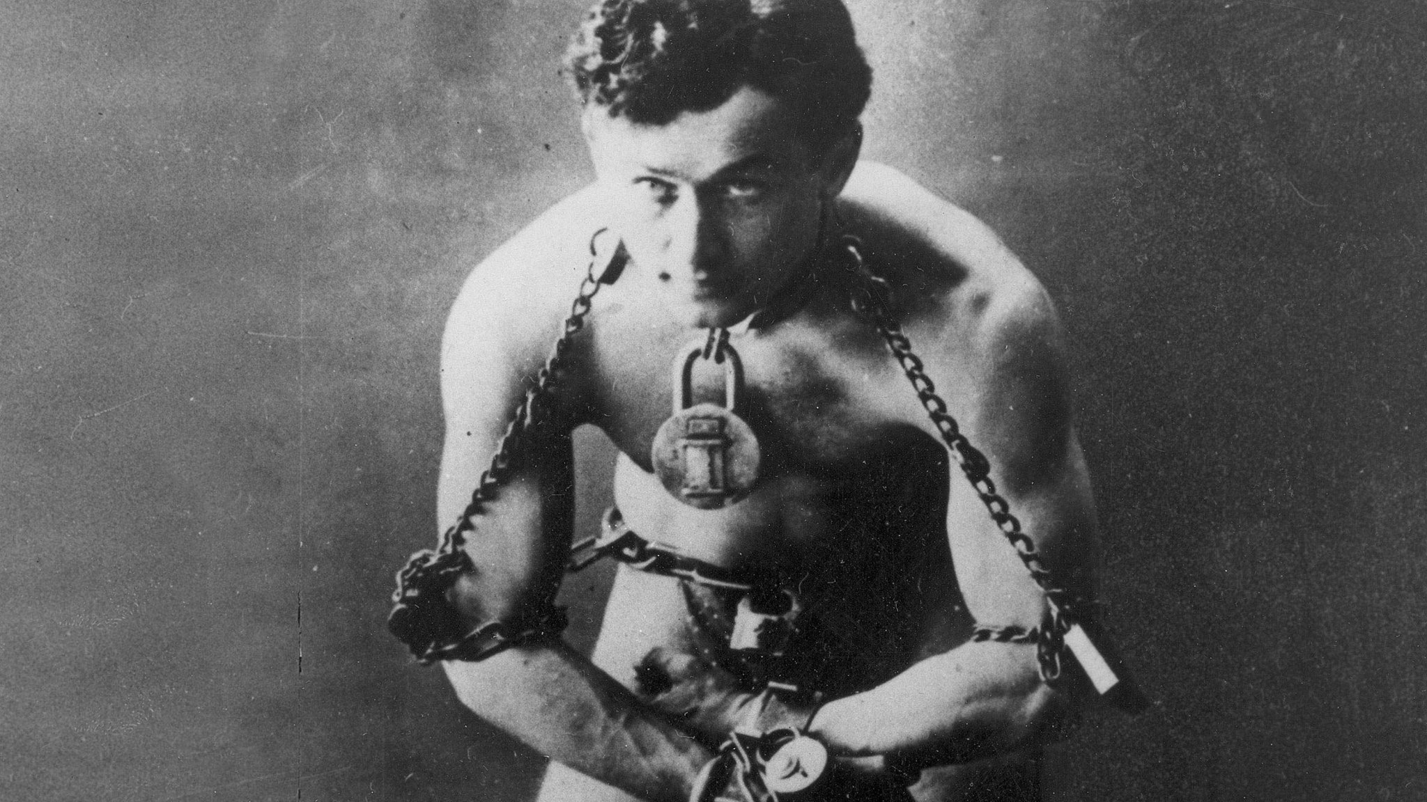 harry houdini Harry houdini (born erik weisz, later ehrich weiss, aka harry weiss march 24, 1874template:ndash october 31, 1926) was a hungarian-born american magician and escapologist, stunt performer, actor and film producer noted for his sensational escape acts.