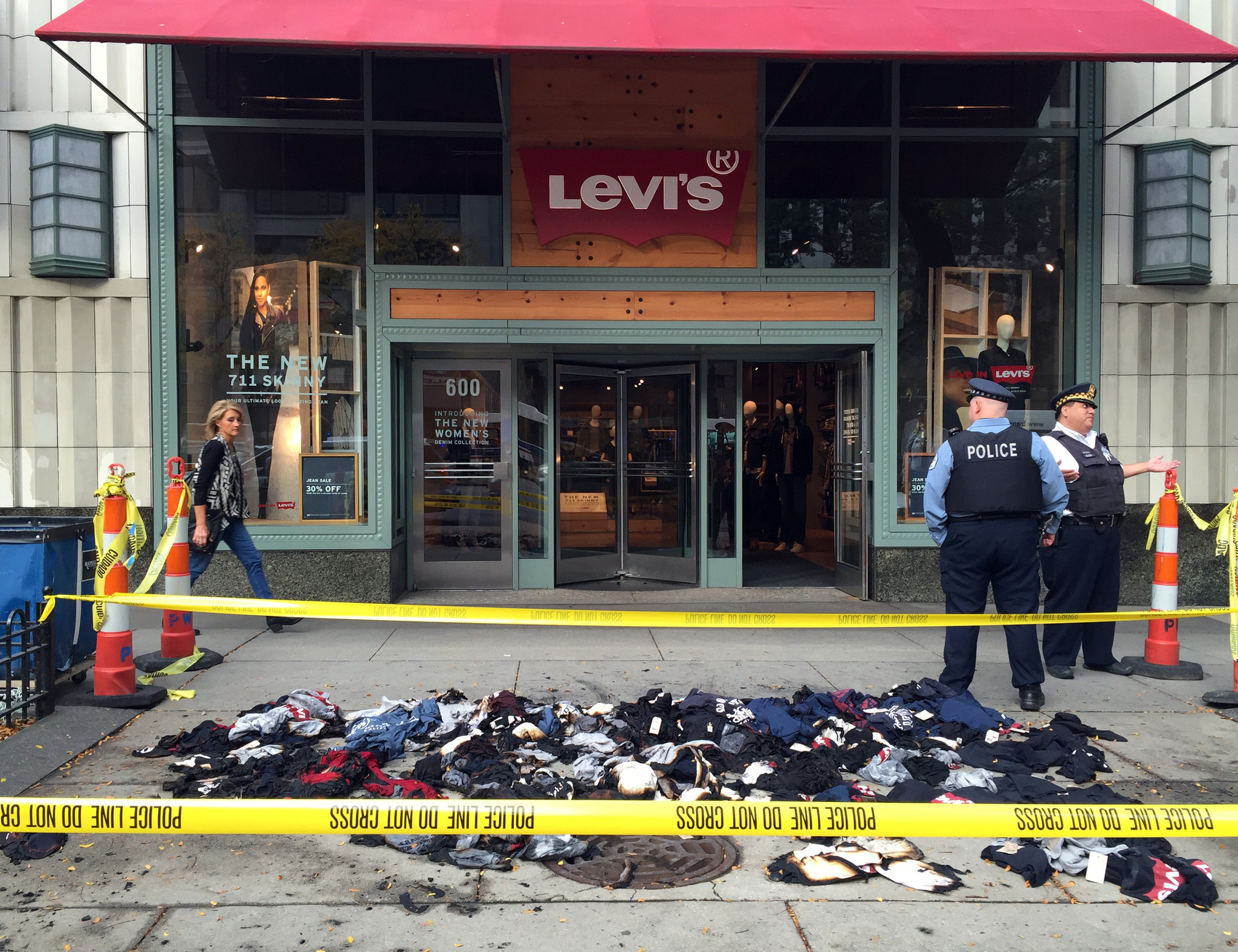 Levi s store on Michigan Avenue to reopen this weekend