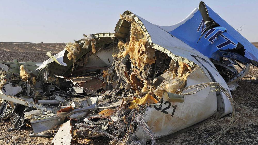 http://www.trbimg.com/img-563510d4/turbine/ct-russian-plane-crash-egypt-20151031