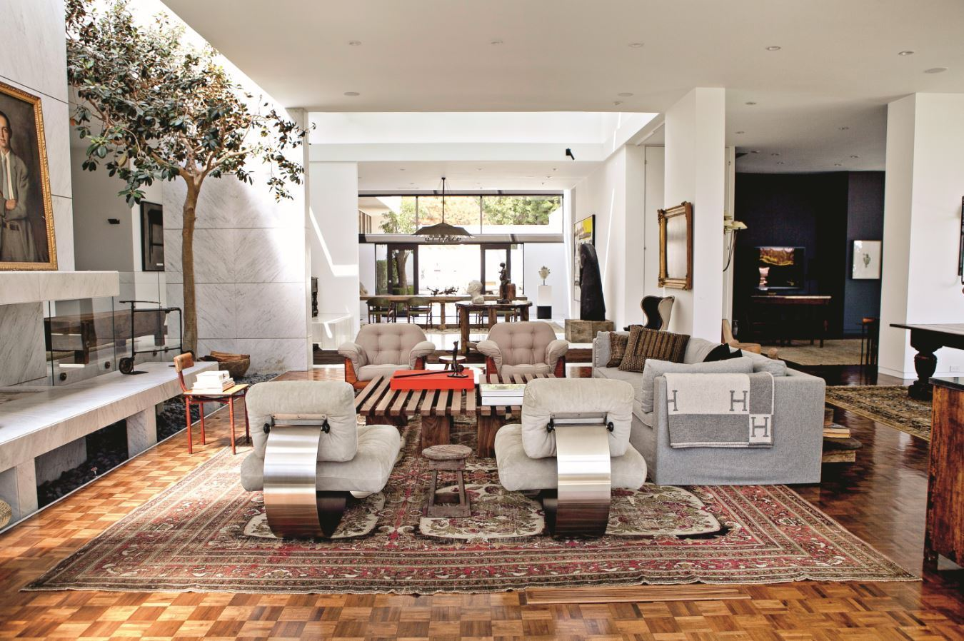 Ellen degeneres takes us inside her pretty houses in 39 home for Pretty homes inside