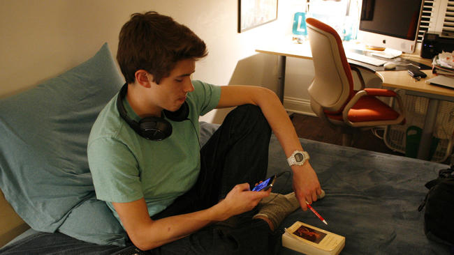 Why should teens/pre-teens hand in homework on time?