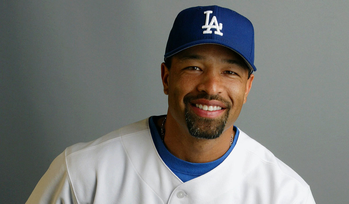 dodgers interview dave roberts  managerial vacancy la times