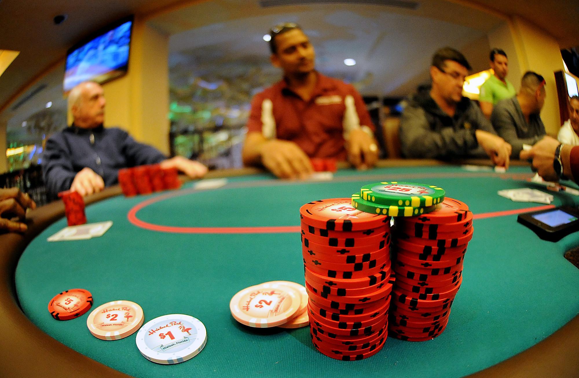 Poker dossi cisterna di latina