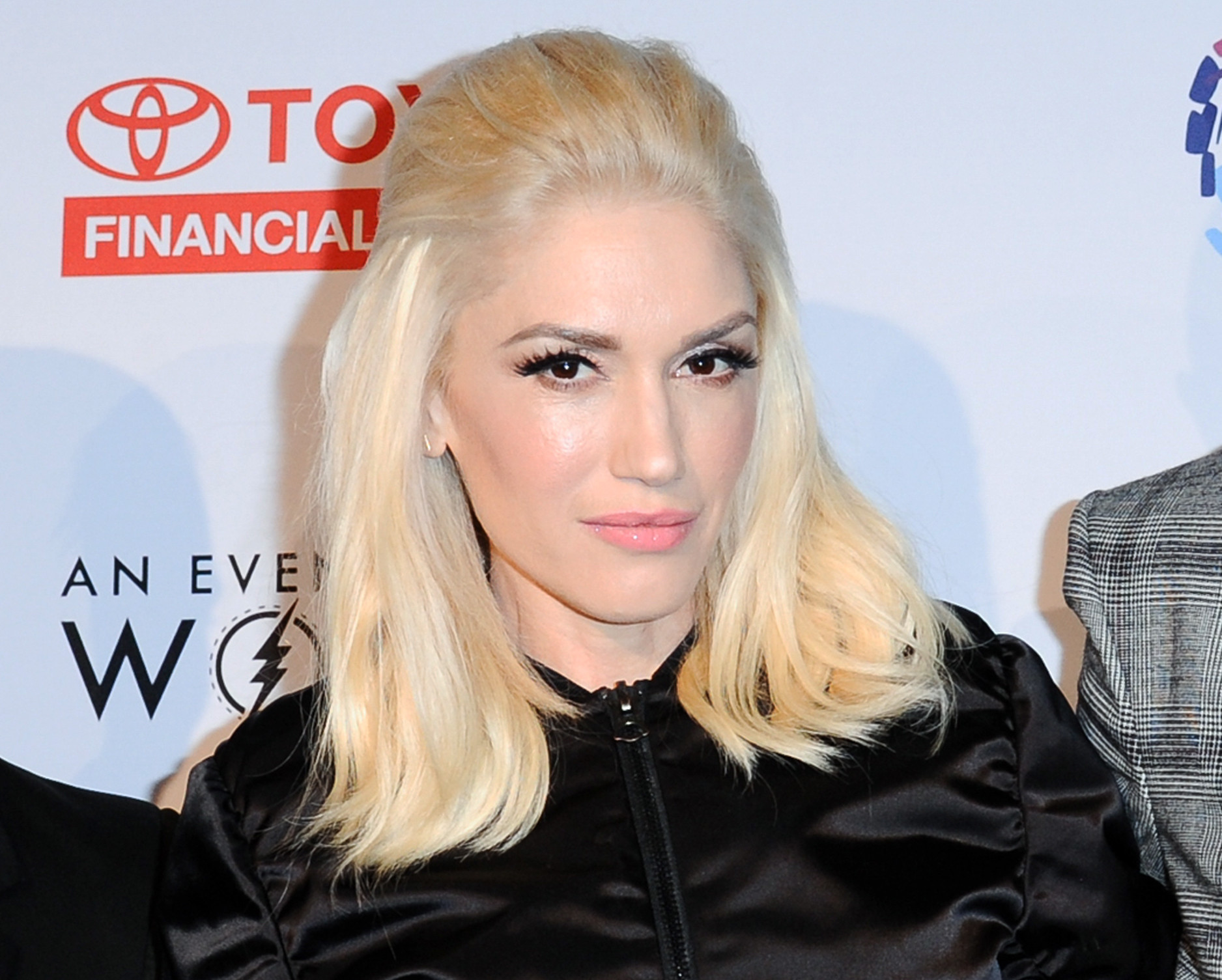 shelton personals Adam levine is dishing on his friends blake shelton and gwen stefani's relationship just ahead of the couple's two-year anniversary.