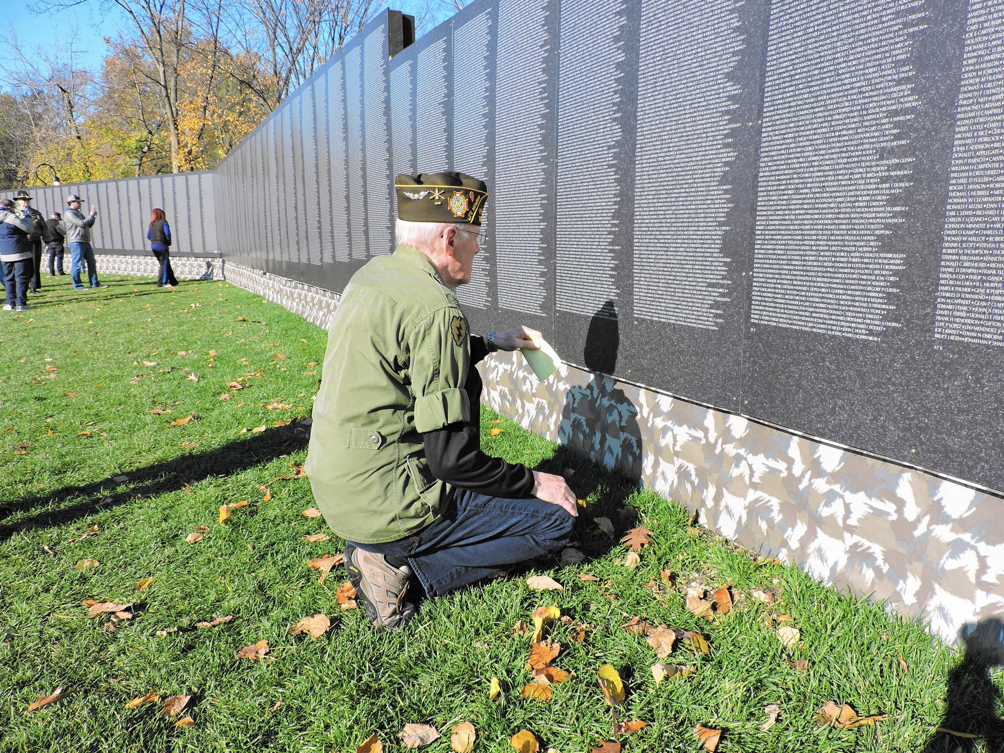 Napervilles replica Vietnam Wall honors vets and their