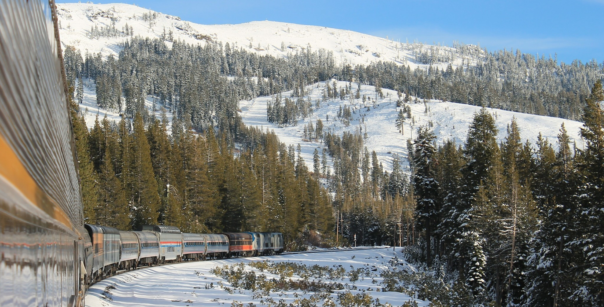 See the snowy Sierra with 2 winter train tours from the Bay Area