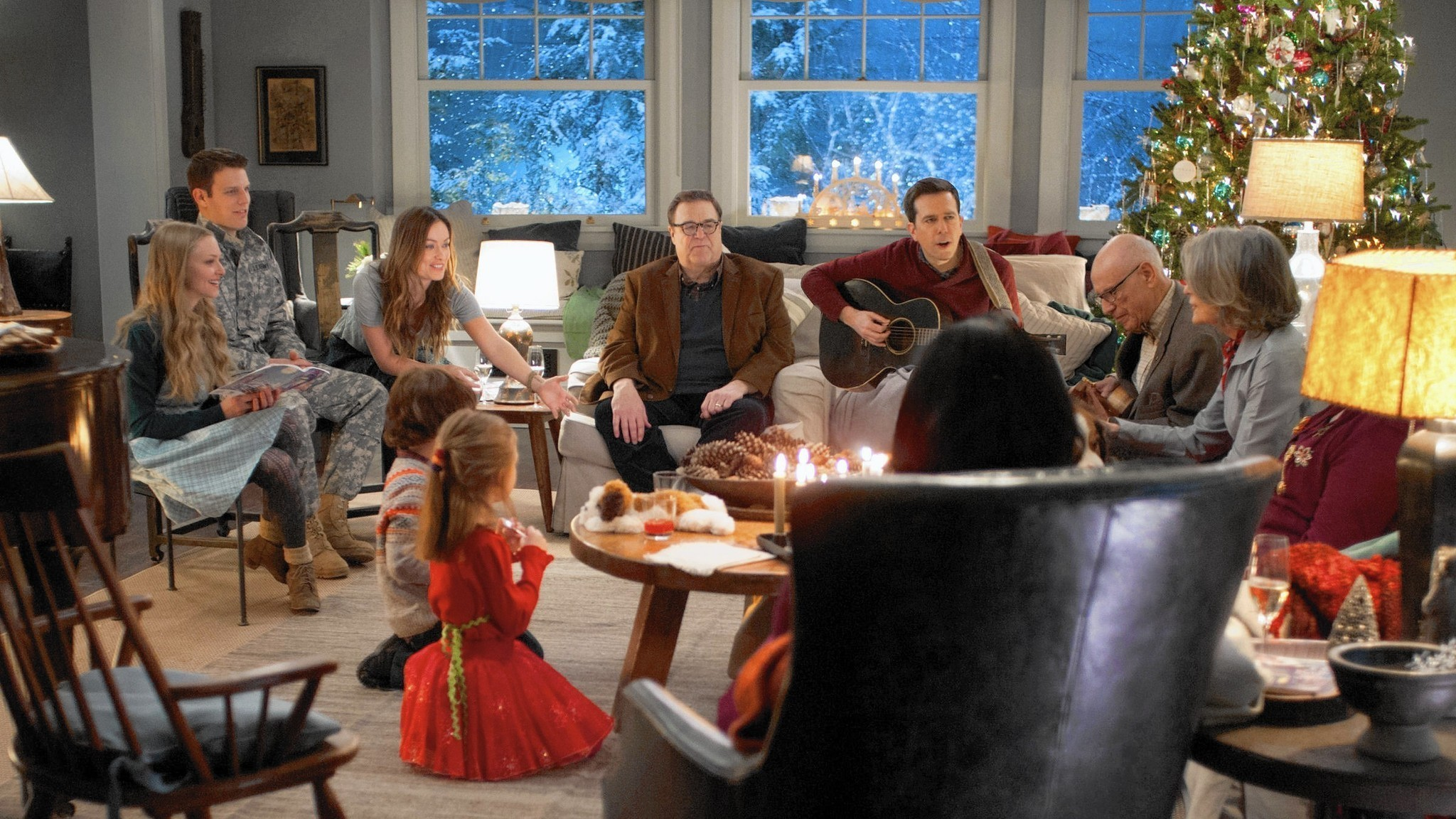Amanda Seyfried co-stars in \'Love the Coopers\' Christmas comedy ...