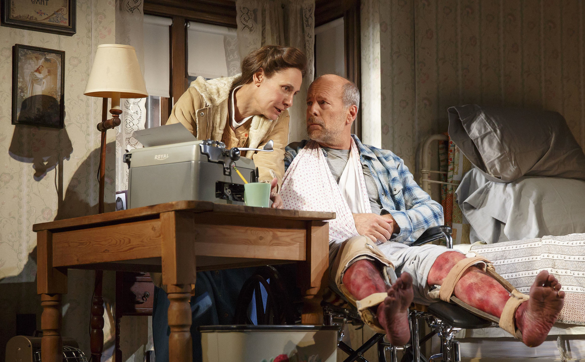 Laurie Metcalf, stuck in 'Misery' with Bruce Willis ...