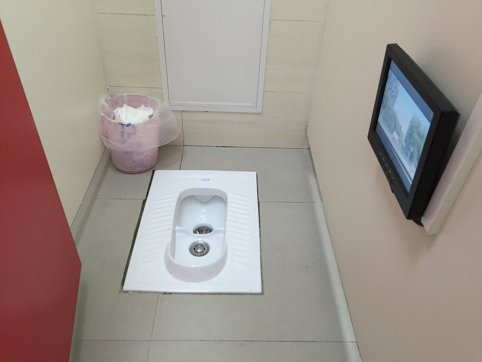 World toilet day china aims to bring the wc closer to the for Bathrooms in china
