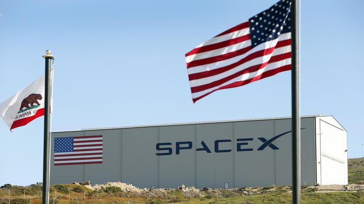 SpaceX wins NASA deal to fly astronauts to space station