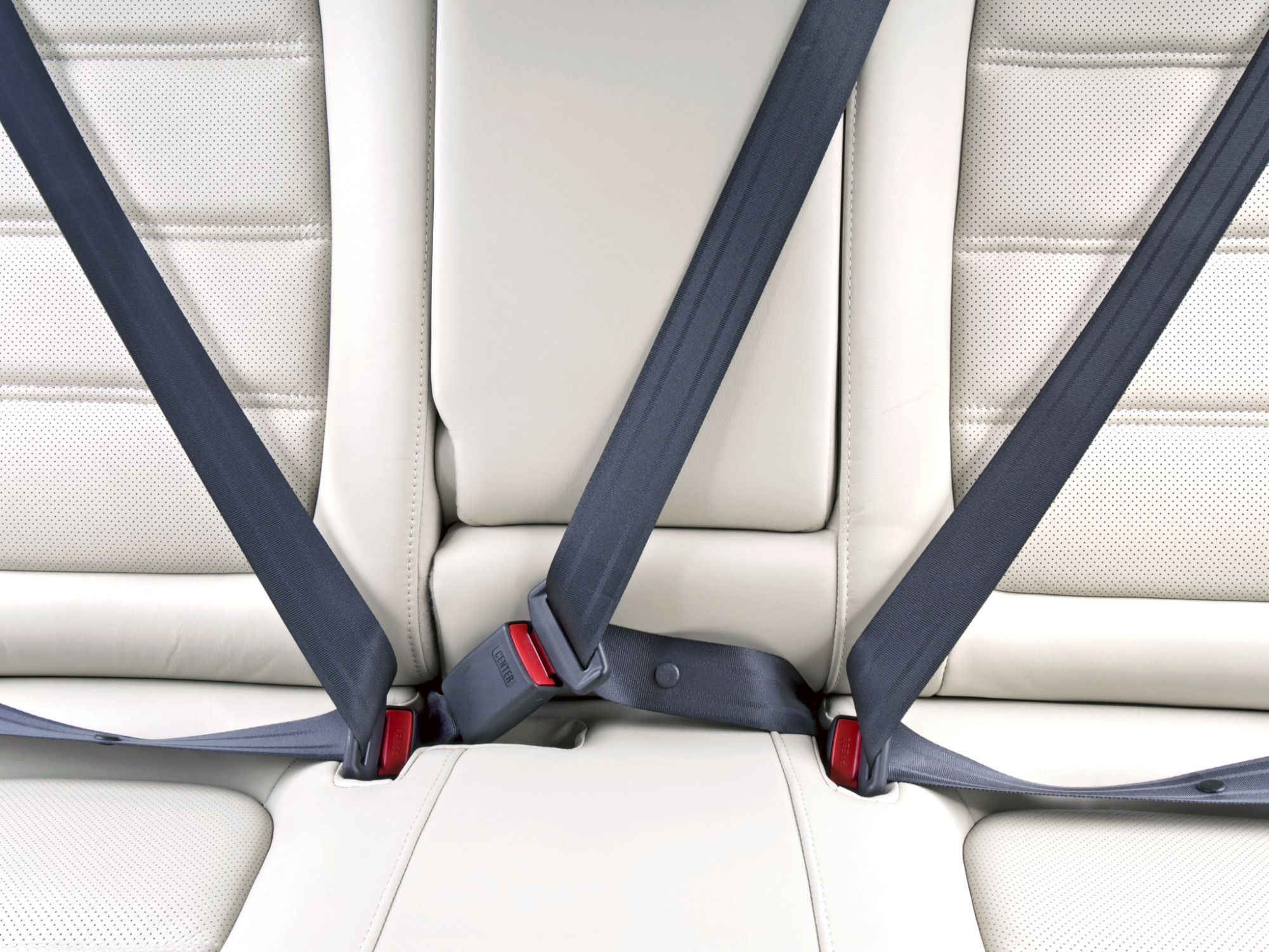 Travelling on expressway? Tie your seat belt even if you are in back seat