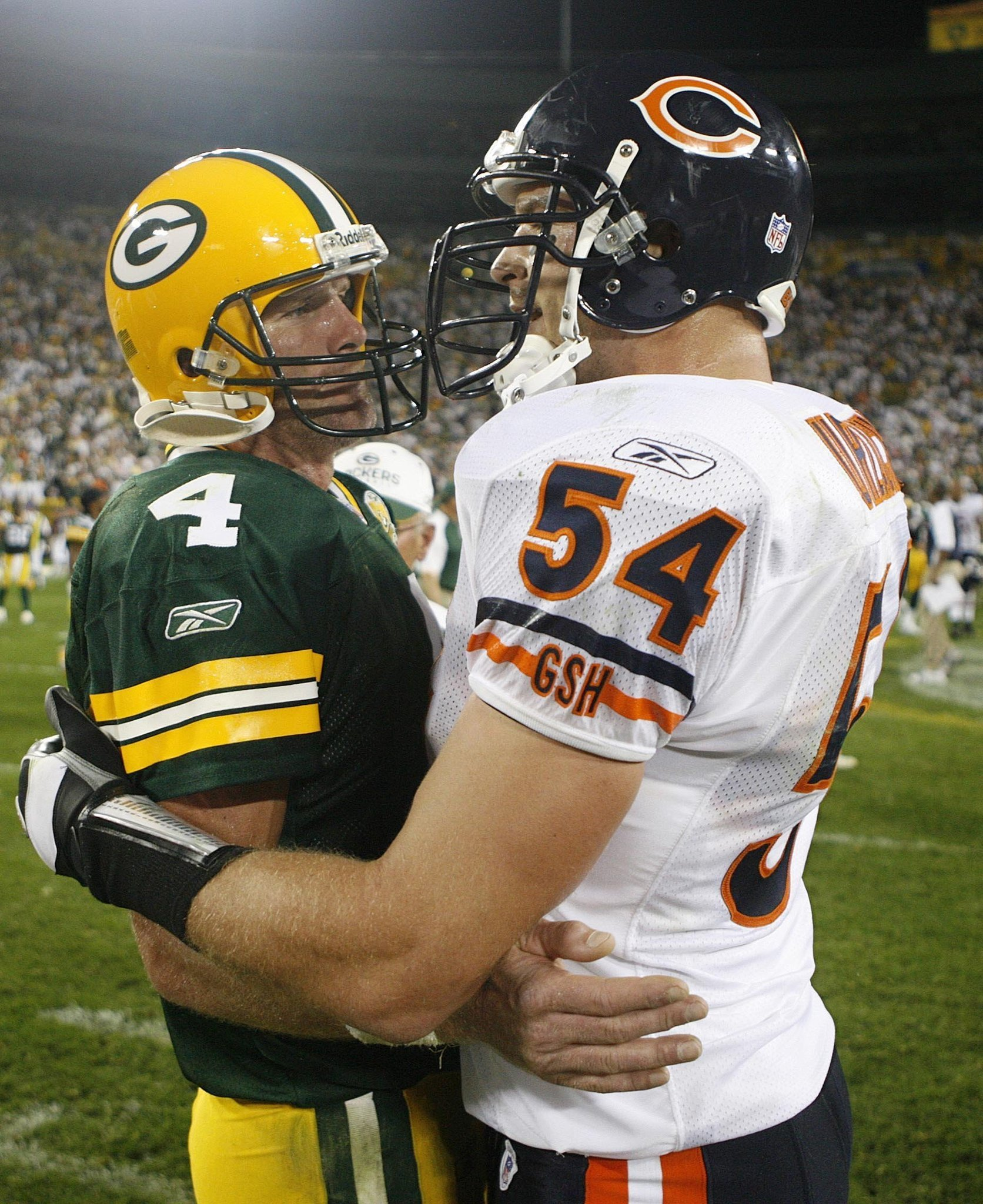 brett favre honored against the team he haunted chicago tribune