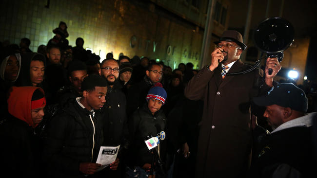 Photo gallery: Laquan McDonald video sparks public reaction