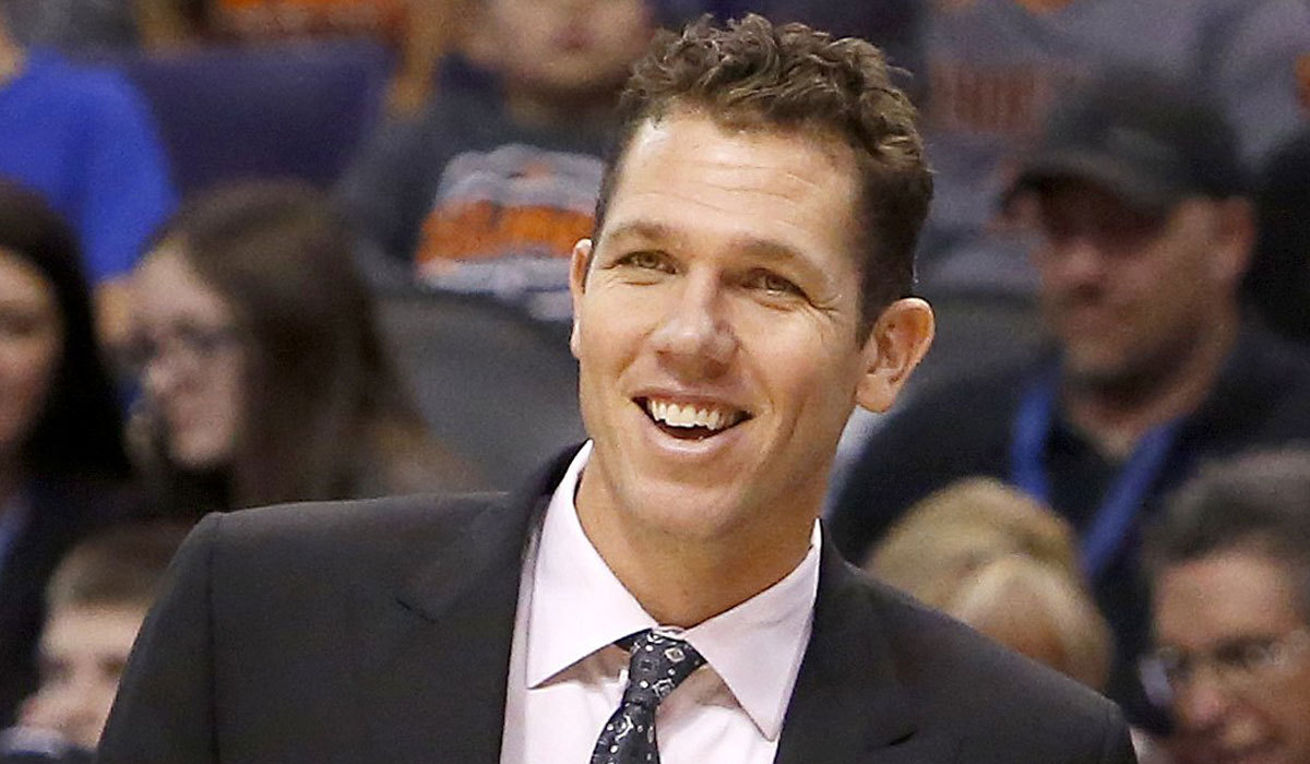 http://www.trbimg.com/img-565e0acd/turbine/la-sp-sn-luke-walton-nba-coach-of-month-20151201