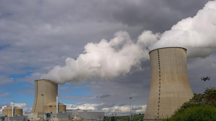 A nuclear power plant at the edge of the Vienne River in western France. (Guillaume Souvant / AFP/Getty Images)