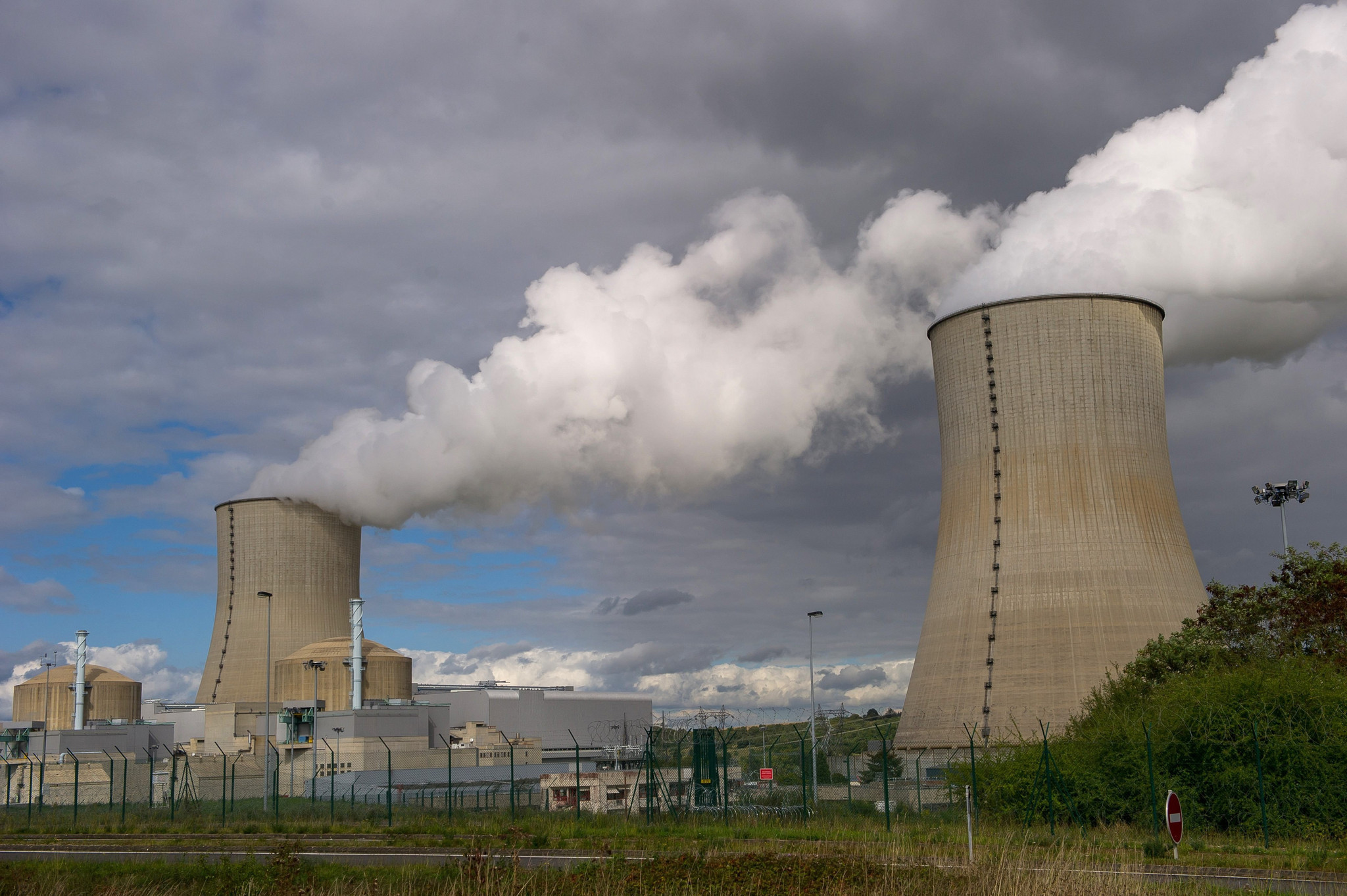 an introduction to the nuclear power in california At a basic level, nuclear power is the practice of splitting atoms to boil water, turn turbines, and generate electricity.