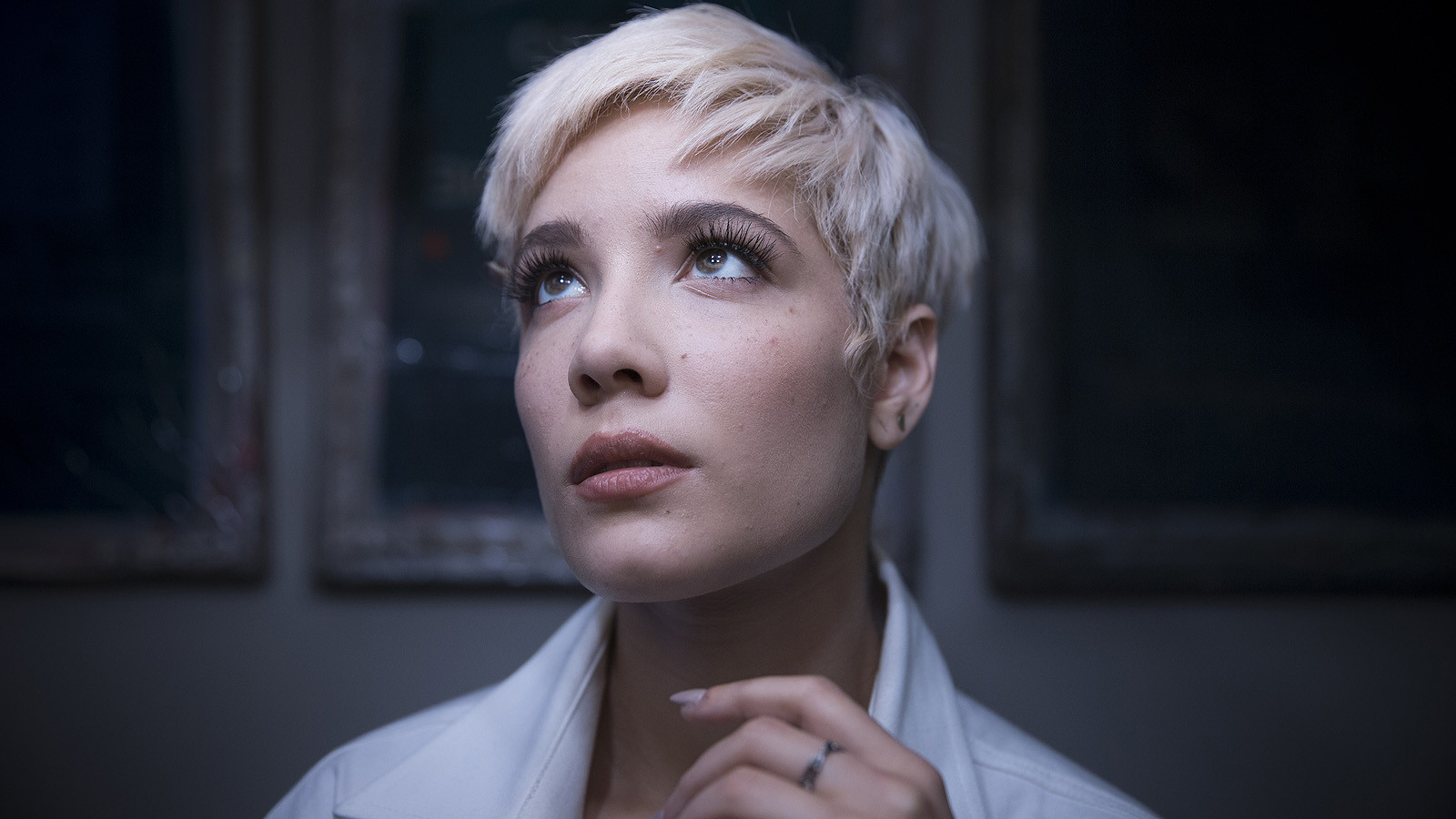 The First Woman to Top the Albums Chart in 2017 Is Halsey