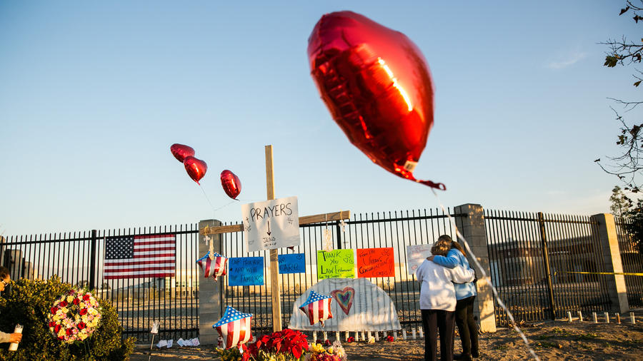 A memorial for victims of Wednesday's shooting at the Inland Regional Center. (Marcus Yam / Los Angeles Times)