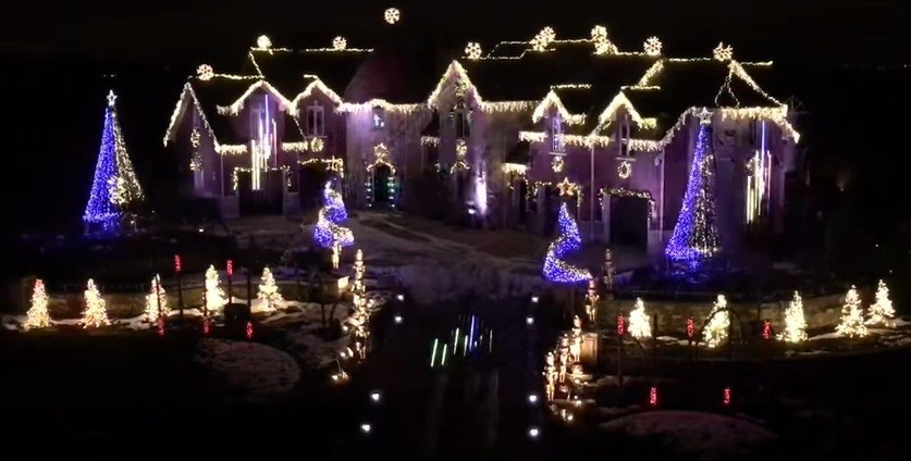 blackhawks fans christmas lights display is jaw dropping redeye chicago - Blackhawks Christmas