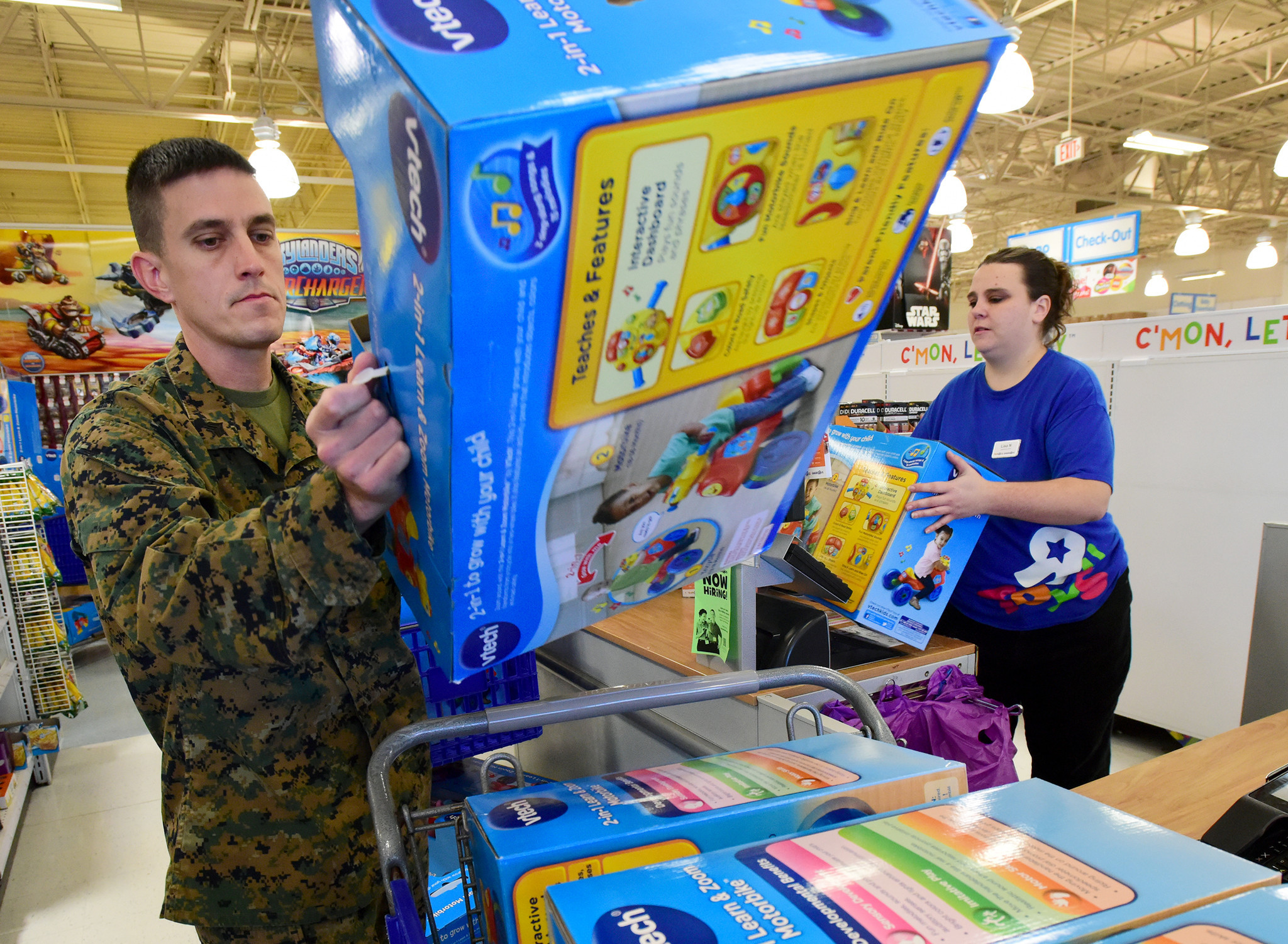 Toys For Tots Volunteer : Toys for tots short on donations for kids in need issues appeal