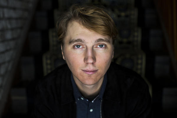 Paul Dano plays Brian Wilson in