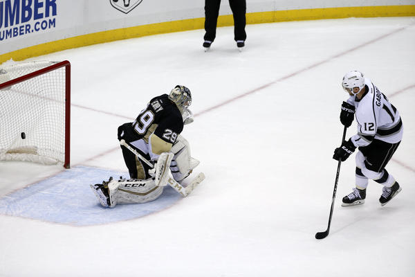 Jonathan Quick Makes Big Saves, And Kings Beat Penguins, 3-2 In Shootout