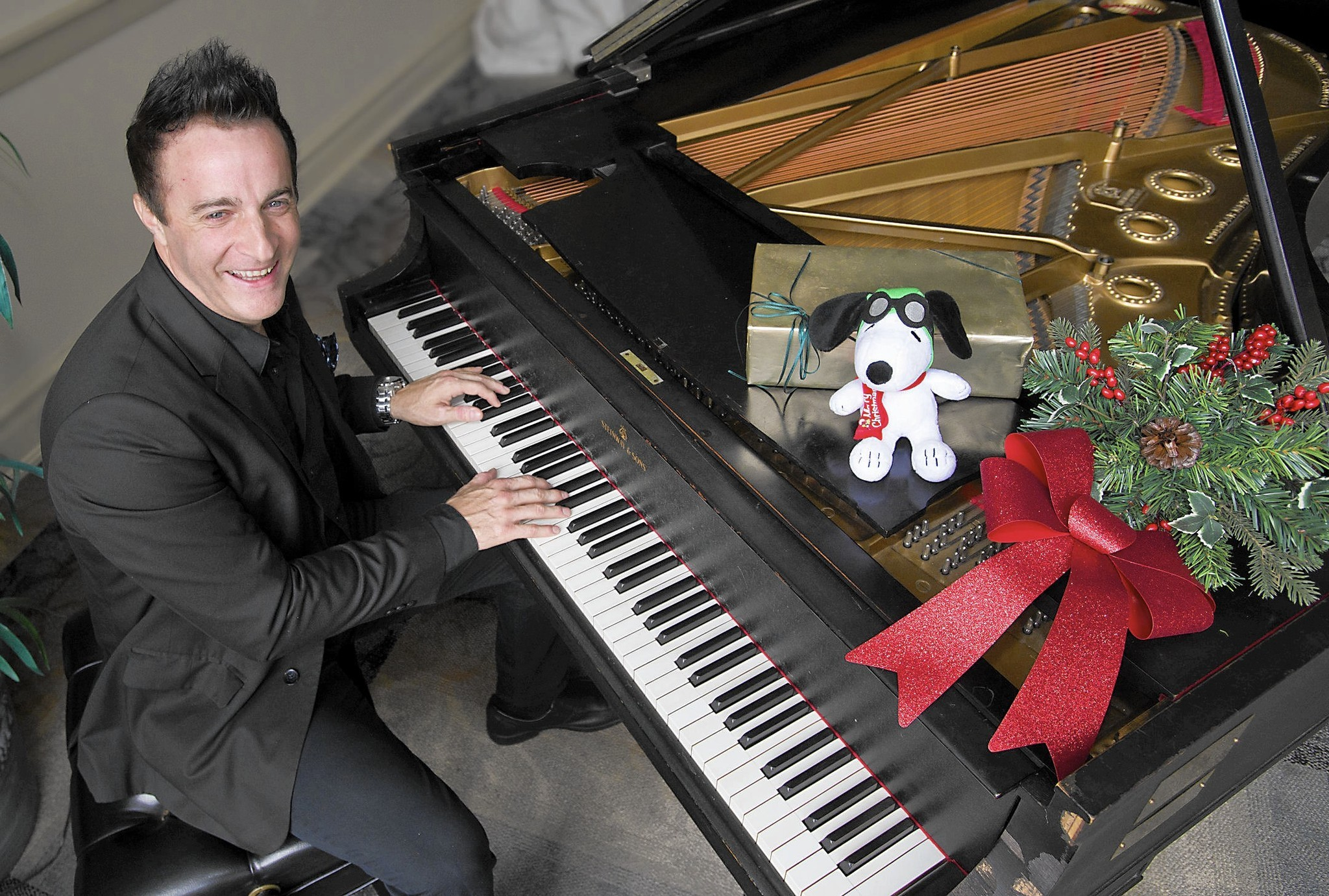Pianist Eric Mintel pays tribute to \'A Charlie Brown Christmas ...