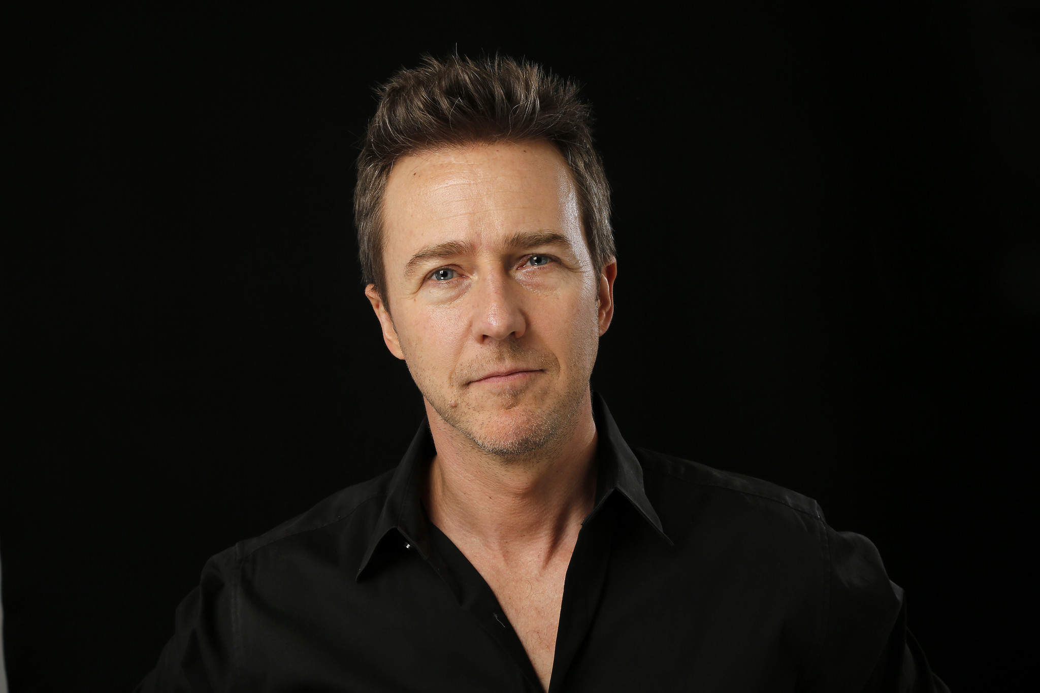 Edward Norton helps ra...