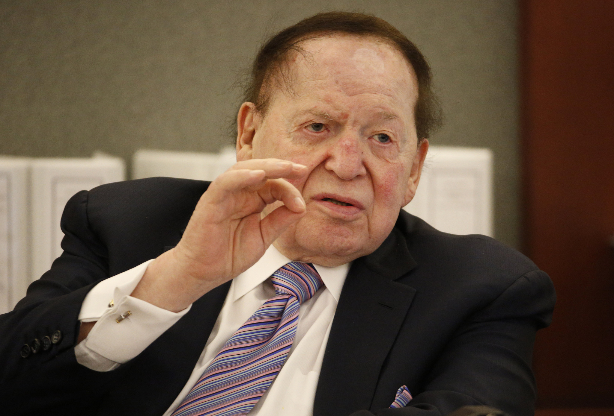 vegas mystery solved sheldon adelson   purchase  review journal la times