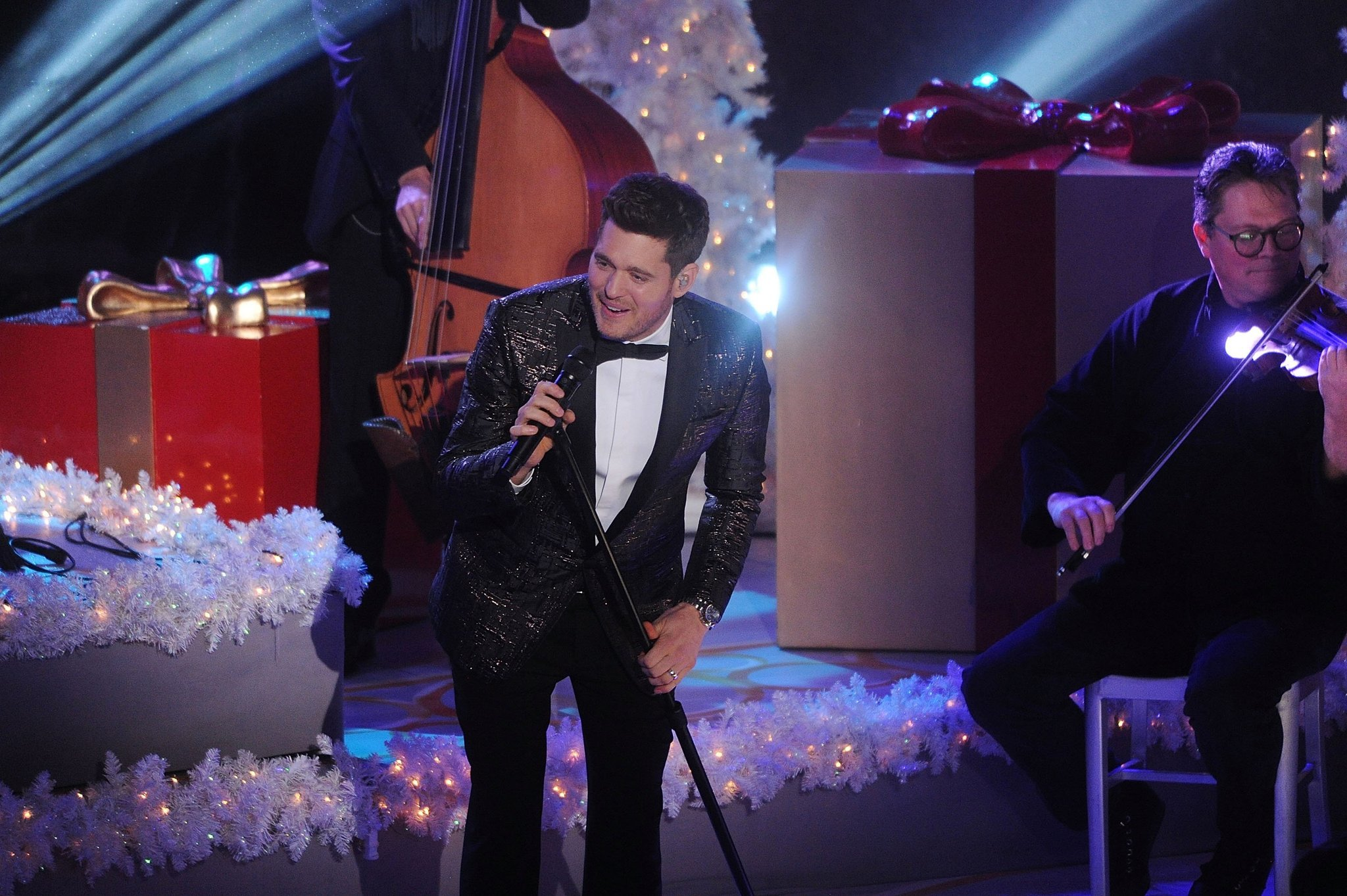 The waning popularity of the Christmas pop music special