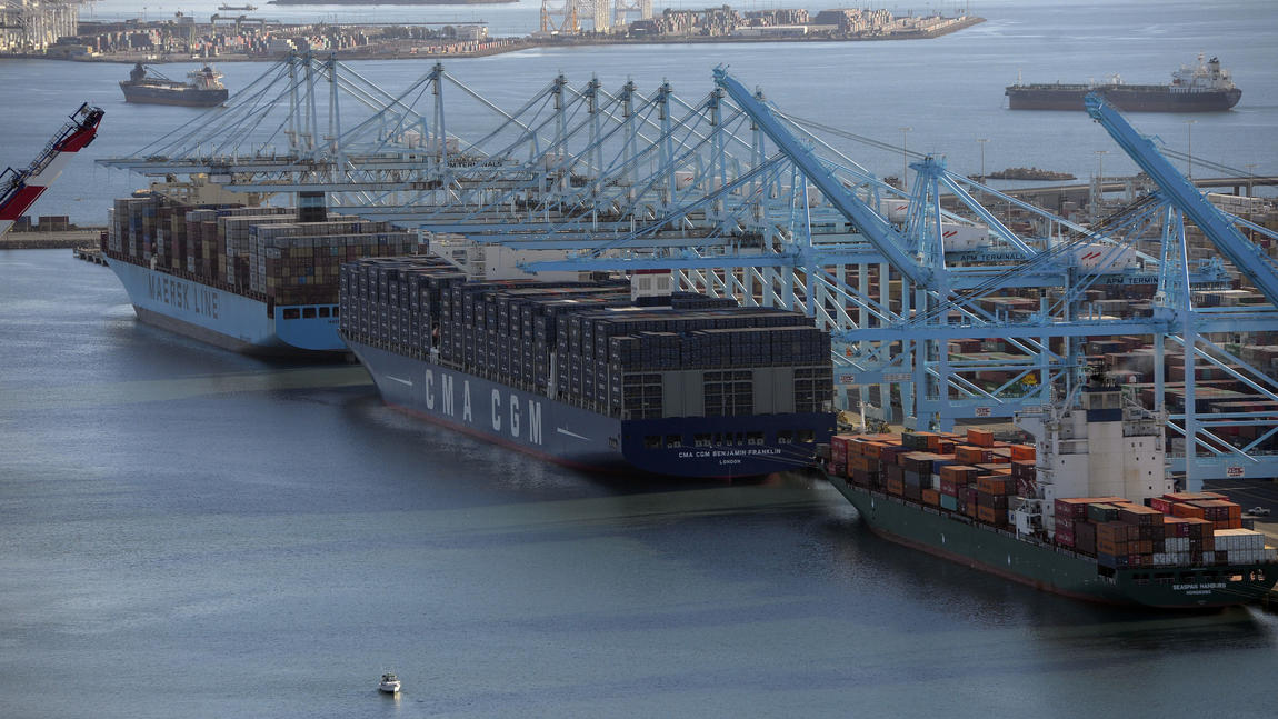 Megaship docks in L.A. as change roils shipping industry - LA Times