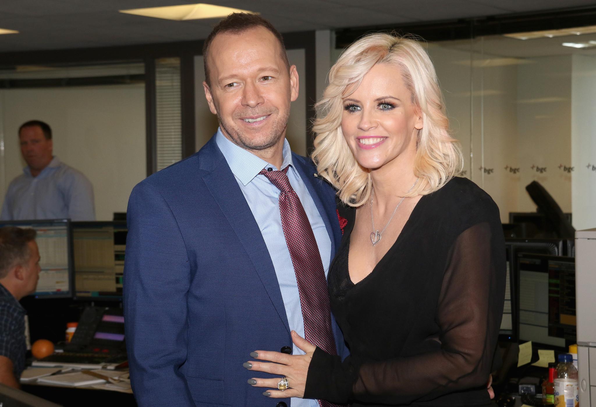 Amid split rumors, Jenny McCarthy praises marriage to ...