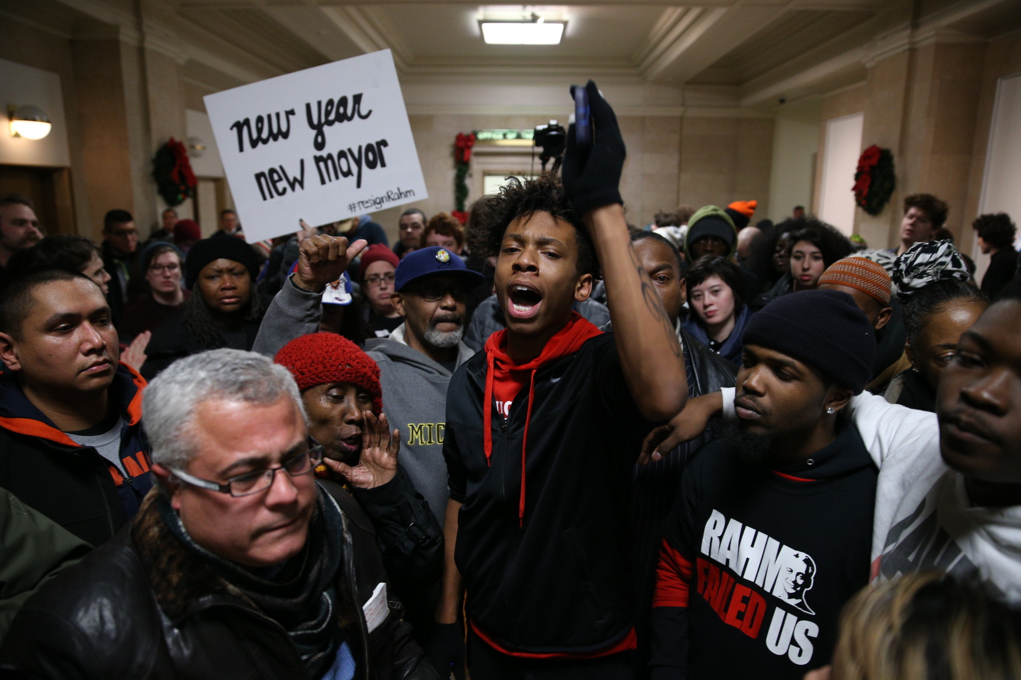 New emails show Emanuel City Hall scramble on Laquan McDonald shooting