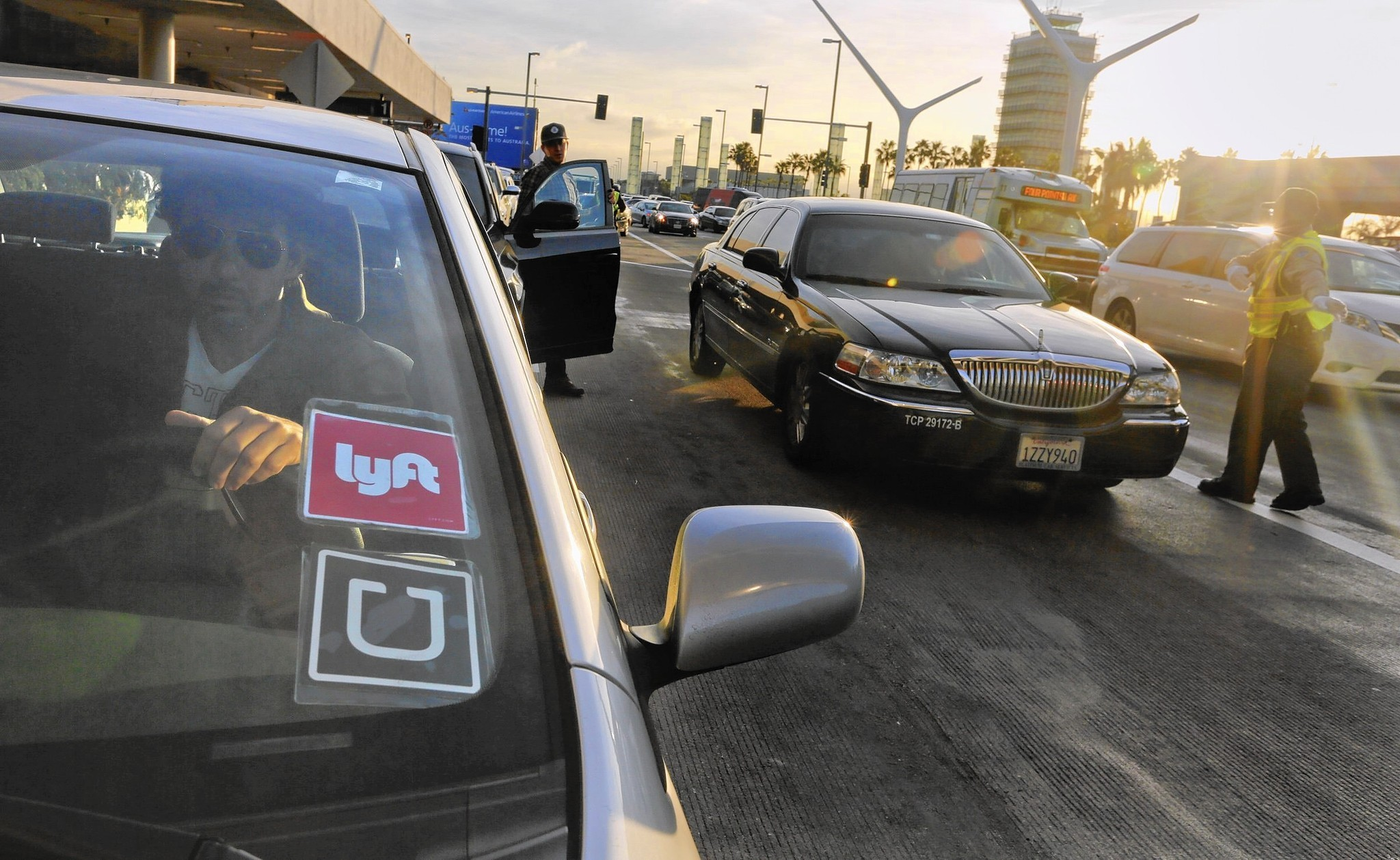 Lyft In Miami >> Lyft defies predictions by continuing to grow as a rival to Uber - LA Times