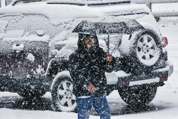 Heavy snowfall in Wrightwood. (Irfan Khan / Los Angeles Times)