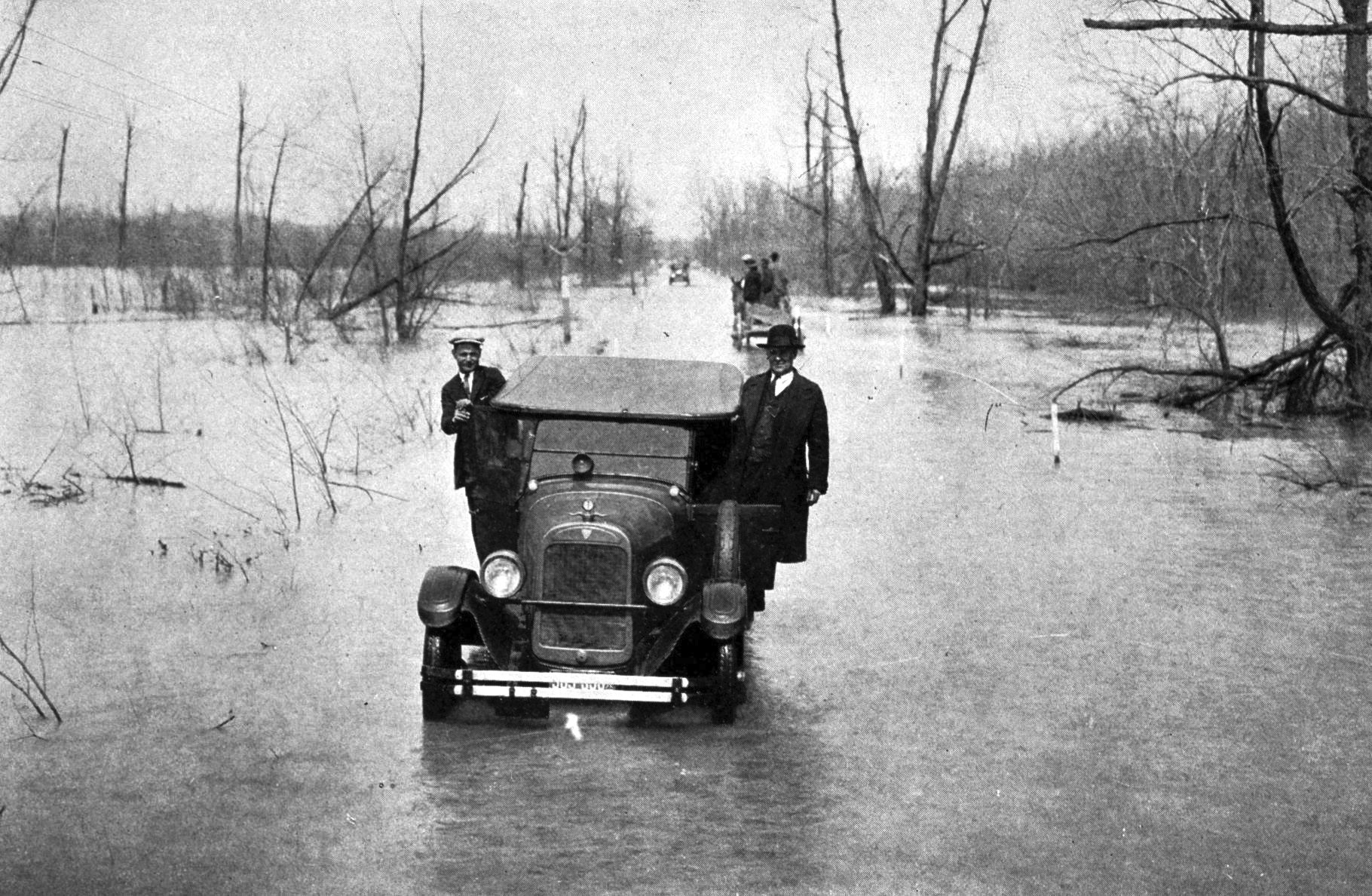 1927 mississippi flood essay Talk:great mississippi flood of 1927 this article is the great mississippi flood of 1927 and how it changed america_ to discussing the decision to dynamite the.