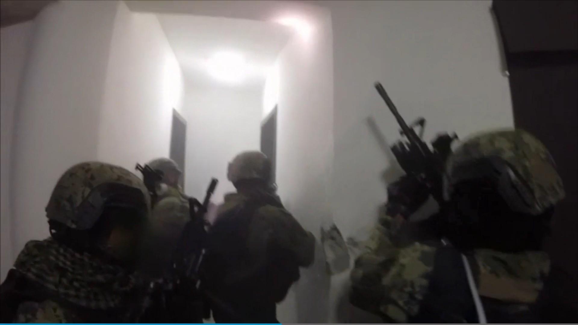 raw  mexican marines raid  u0026 39 el chapo u0026 39  safe house