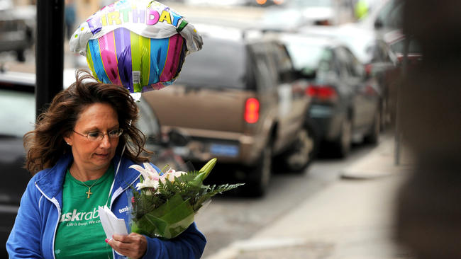 Diane Hohen, with TaskRabbit, delivers a bouquet of flowers in Boston in 2012. (Boston Globe / Boston Globe via Getty Images)