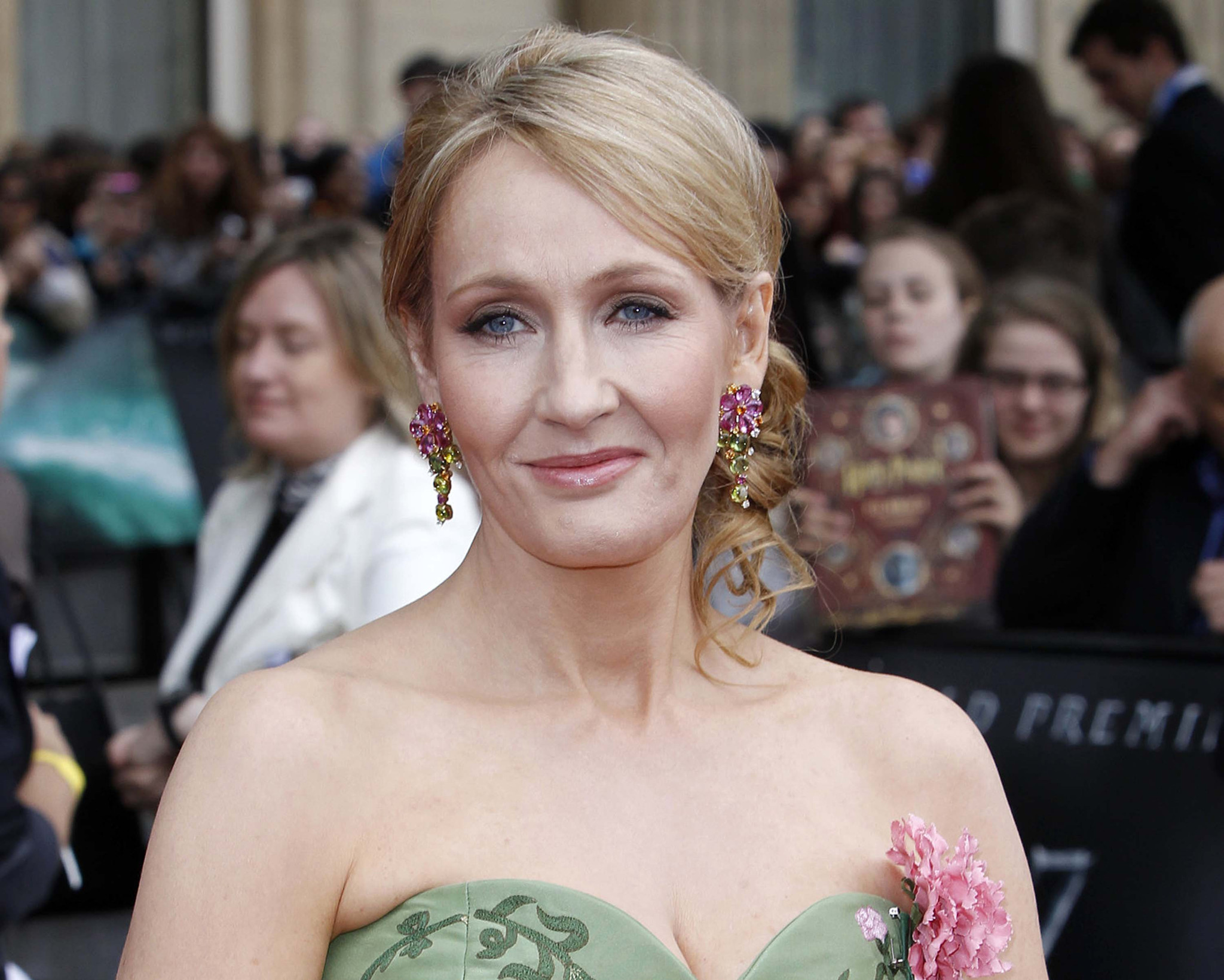 rowdy j k rowling reveals graffiti ing of hotel statue after rowdy j k rowling reveals graffiti ing of hotel statue after she finished harry potter la times
