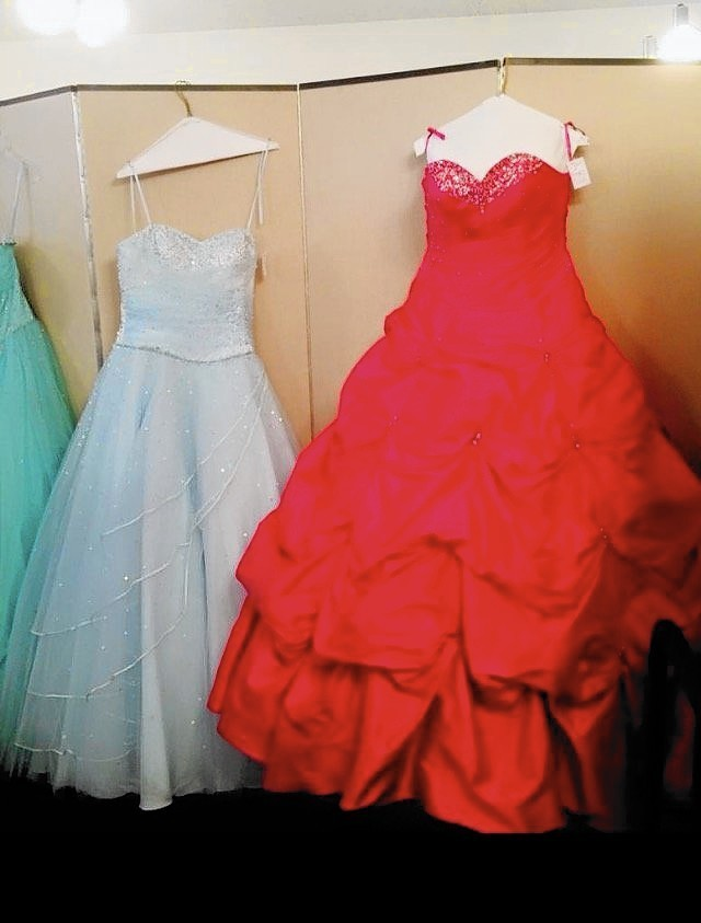 Promgoers can say \'yes\' to a less-expensive dress - Daily Southtown
