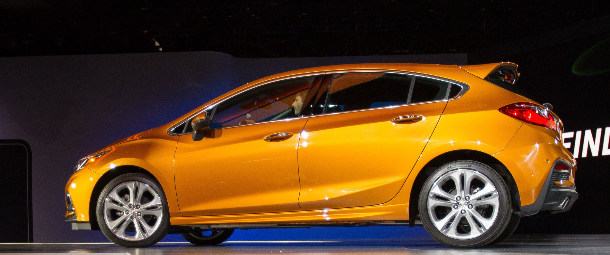 2017 chevrolet cruze hatchback debuts at north american. Black Bedroom Furniture Sets. Home Design Ideas