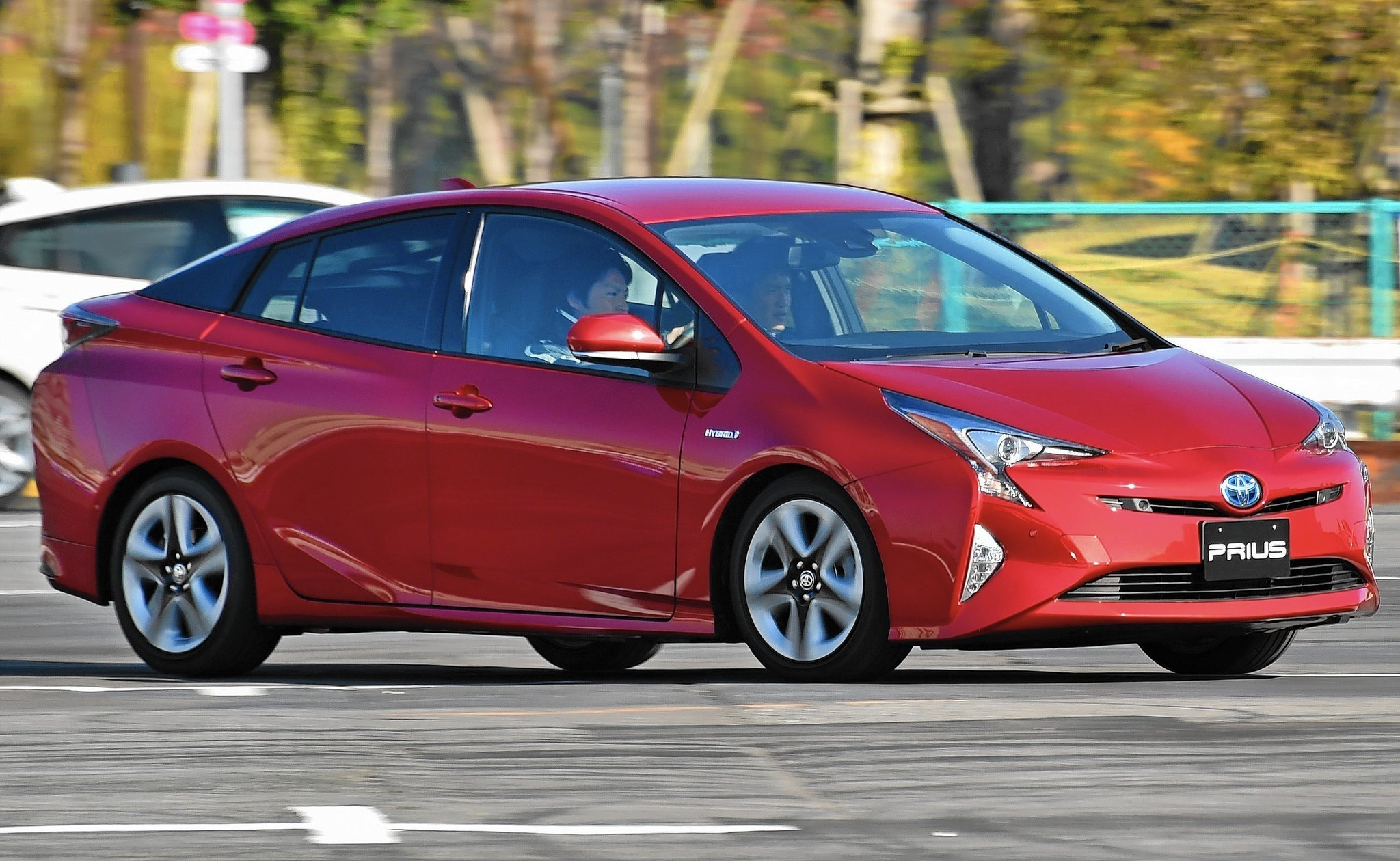 first trend in motor four front review three quarter toyota en prius motion news touring drive