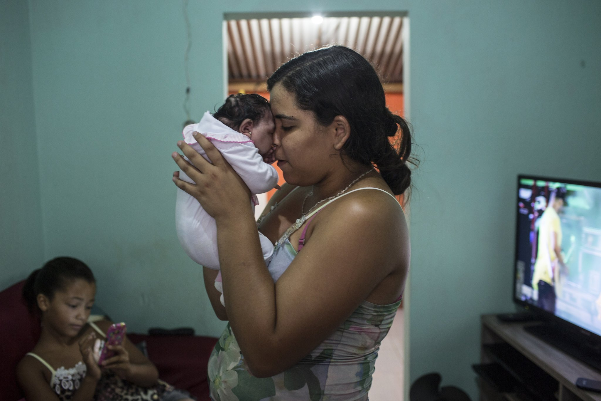 Zika outbreak prompts recommendation to halt pregnancies in Latin America